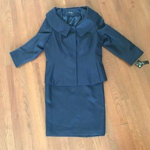 Skirt suit 18 navy NWT